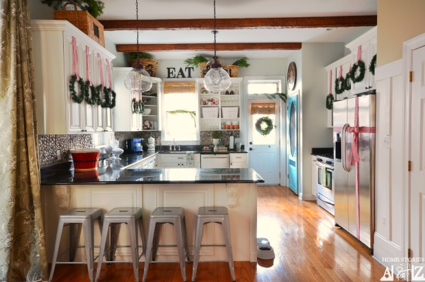 Inexpensive ways to decorate your kitchen for the holidays for Christmas decorating kitchen cabinets